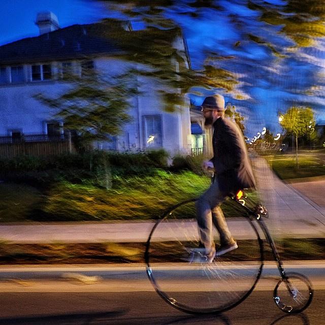 Rolling home across Alameda. #cali #commute #gobigorgohome #twitter