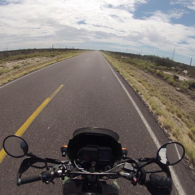 Blue skies, long road en la baja!