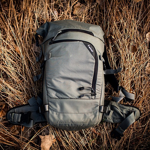The crew @fstopgear don't bill the Kenti as something designed for mountain biking photographers, but it seems almost tailor-made for that job. #shooter #comfy #rolltop